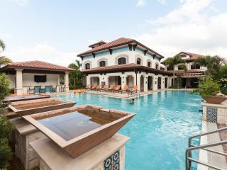 Miramar Apartment: Pool, Hot Tub, Gym - Sleeps 6