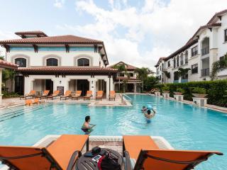 Miramar Apartment: Pool, Hot Tub, Gym - Ground Floor