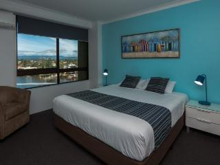 2 Bedrooms 2 Bathrooms with River Front View 030, Surfers Paradise