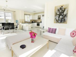 open plan kitchen and dining area