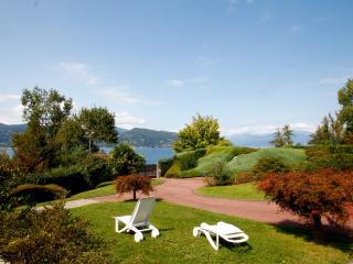 Villa con giardino fronte lago, Ispra
