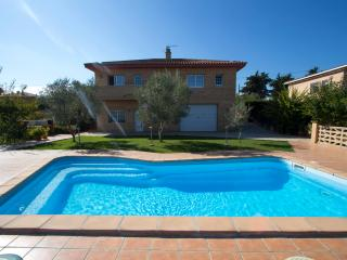 Amazing villa in Sils near to best golf courses!, Sitges