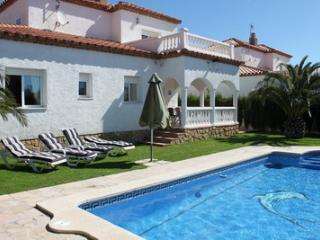 VILLA LAURA , 4 dormitorios, aireac y pisc privada, Miami Platja