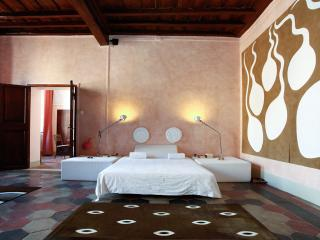 Artistic apartment in the Historical Centre, Rome