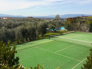 Villa Brigidini - villa with tennis court and pool