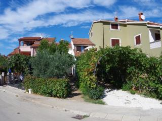 Holiday apartment 600m from the sea