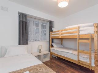 Central London apartment sleeps 8, Londres