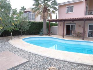 Coral Bay - 5Mins Walk to Beach -2 Bed Villa -Pool, Peyia