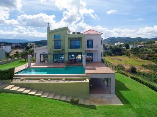 Paradise VIP Villa, 350m From Stalos Beach Chania
