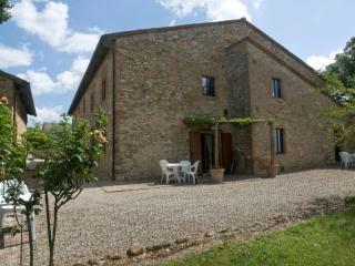 Poggio 4. Apartment with pool in the Chianti