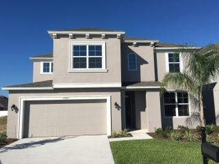 Beautiful Home 8 Bed 6 Bath Orlando WiFi Pool Golf, Davenport