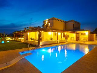 Nuovissima Villa con piscina, Terrasini
