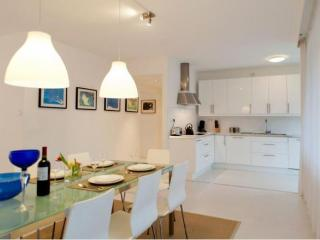 Modern Apartment nearby Centre & RAI exhibitioncentre, free parking nearby!, Ámsterdam