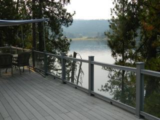 Beautiful Coeur D'Alene Lakefront Cottage