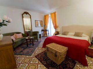 Palazzo Lungarini Bed & Breakfast. Room 1, Palermo