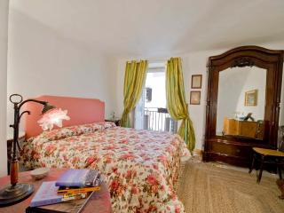 Palazzo Lungarini Holiday Rentals. Room 2