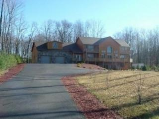 Deep Creek Log Home Sleeps 14, McHenry