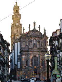 Clérigos Church and Tower - 200m - 2 min walk