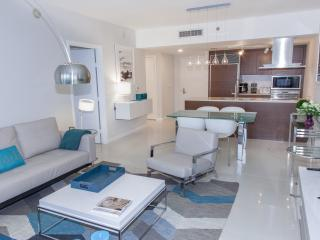 PRO-DECORATED HIGH-END CONDO, FREE SPA, W HOTEL RESIDENCES, ICON BRICKELL, MIAMI