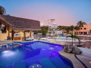 Riviera Maya Haciendas - Villa Marinera, Private Yacht, 10 Guests, Water Front