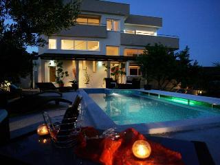 TH01807 Apartments Villa Di /SKY Two bedroom, Okrug Gornji