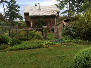 Secluded, Beach-Front Cottage, Courtenay