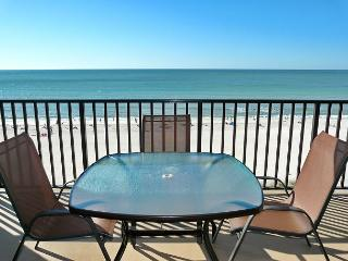 Inviting beachfront condo w/ heated pool, hot tub & majestic ocean views, Marco Island