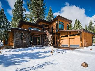 Built in 2015 - This Gorgeous 4 BR Contemporary Home WILL impress, Truckee