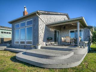 Beautiful oceanfront home with beach access, pet friendly & ping pong table!