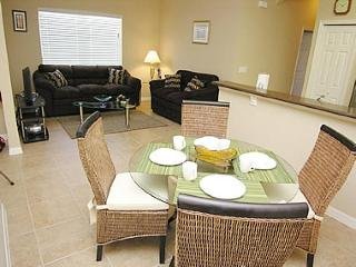 Beautiful Family Apartment - 1.5 Miles to Disney!, Celebration
