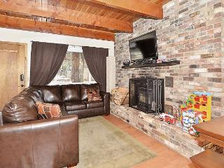 Beautifully Remodeled 4BR Chalet w/ Big Sunny Deck, Minutes to Beach & Skiing