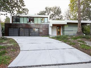 Show-Stopping Architectural Home for Large Groups, Pasadena