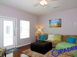 Beautiful New Townhouse with a Sparkling Saltwater Pool!, Corpus Christi