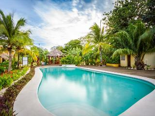 3 bedroom luxury condo just 10 mins from 10 beaches!!!