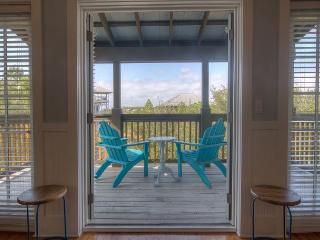 Hideaway Flat - Newly Remodeled Top Floor Flat!!, Rosemary Beach