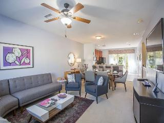 Beautiful town home in Vista Cay sleep 8!!