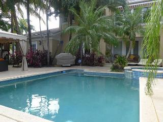Spectacular Waterfront 4 bedroom Vacation House with optional room for a 5th, Fort Lauderdale