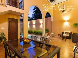 Elegant getaway for families in Merida heart.