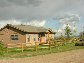 Western Style house, sleeps 6, 10 min from town, Durango