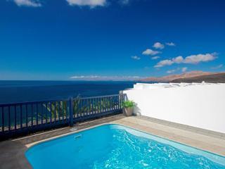 Modern & Vibrant Frontline Villa with Panoramic Se, Puerto Calero