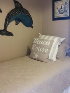 Twin bed in alcove