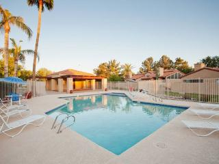 Desert Rose, King bed,garage, pool!
