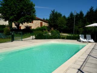 Stunning studio with pool near beach, Lanouaille