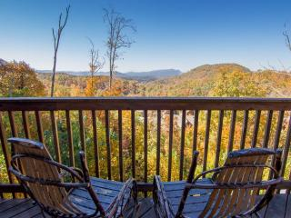 Awesome Views, 1 Mile to Dollywood with 2 Pools, Hot Tub, Jacuzzi ~ RA65255, Pigeon Forge