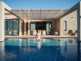 20% off in SEP/OCT!! Villa Martin, exclusive private villa with pool & sea view