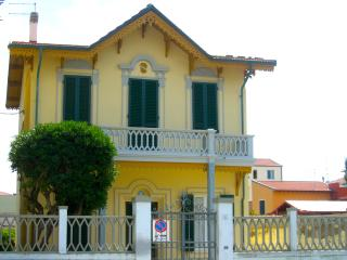 Holiday apartment with garden, Marina di Pisa