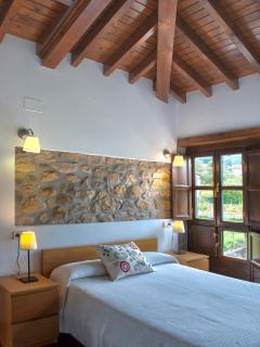 Habitación matrimonio casa Larrionda 1. Techos de madera.