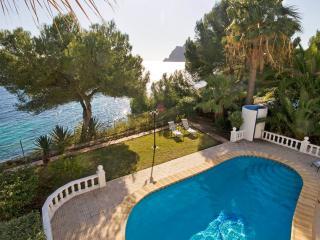 VILLA VISTA AL MAR: primera línea de mar, piscina privada, Calpe