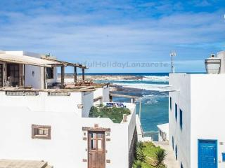 Apartment Oleada only 50m from the beach, Caleta del Caballo