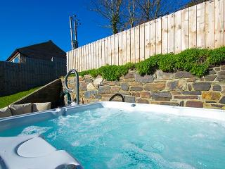 Summer Breeze House with hot tub and delightful sea and country views in Croyde